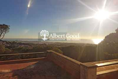 House with panoramic sea views 25km from Barcelona, Premia de Dalt